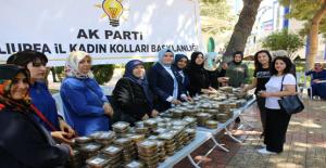 AK Parti Şanlıurfa Kadın Kollarından Aşure Dağıtımı