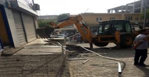 Elektriği Kesilen Belediye Dicle Elektrik Hizmet Binasını Yıktı