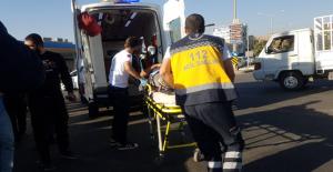 Urfa'da Hafif Ticari Araç İle Motosiklet Çarpıştı, 1 Yaralı