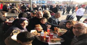 Çiftçi, İstanbul'da Çocuklarıyla Hasret Giderdi