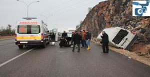 Karaköprü'da Minibüs Devrildi, 1 Yaralı