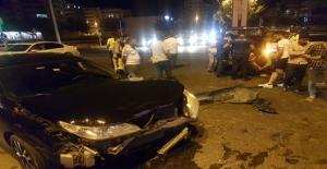 Karaköprü'de İki Otomobil Çarpıştı, 1 Yaralı