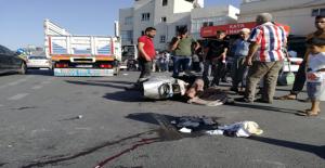 Urfa'da Motosiklet Kamyonet İle Çarpıştı, 1 Yaralı