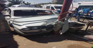 Urfa'da Otomobil Elektrik Direğine Çarptı, 4 Yaralı