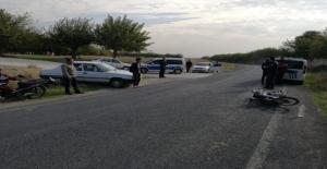 Urfa'da Otomobil İle Motosiklet Çarpıştı, 1 Yaralı