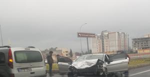 Urfa'da Sıkışmalı Kaza, 4 Yaralı