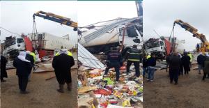 Urfa'da Tır Markete Daldı, 4 Yaralı