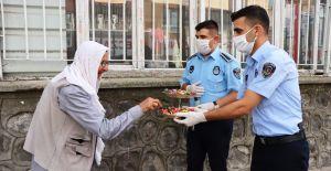 Büyükşehir, 65 Yaş Ve Üzeri Vatandaşları Bayramda Yalnız Bırakmadı