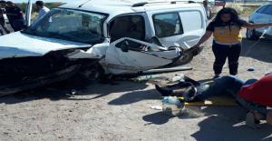Urfa'da iki araç çarpıştı, 1 ölü, 4 yaralı