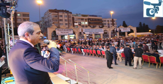 Topçu Meydanında 5 Bin Kişiye İftar