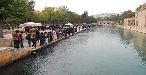 Turistlerden Balıklıgöl'e ilgi