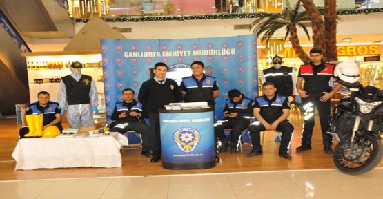 Urfa City Avm'de Polis tanıtım standı