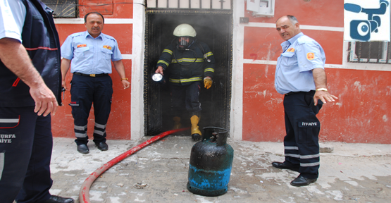 Urfa'da tüpün alev almasıyla ev yandı