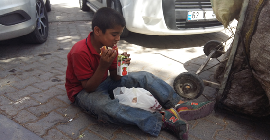 Urfa'da Uyuyan Çocuk Manzarası Yürek Burktu