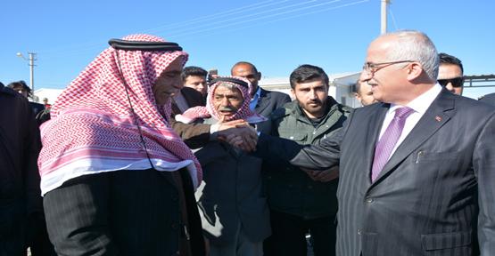 Vali Tuna Ceylanpınar'daki Suriyelileri Ziyaret Etti