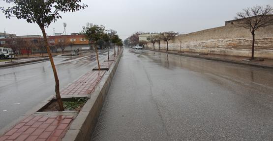 Yağmurlar sokakları boş bıraktırdı
