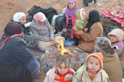 Yer Bulamayan Suriyeliler Tarlalarda Yatıyor