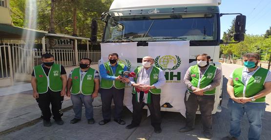 Şanlıurfa'dan  İdlip'e bir tır tekstil yardım gönderildi