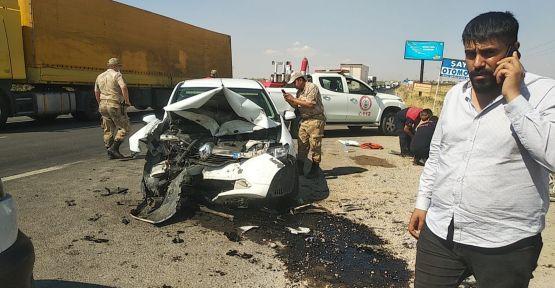 """Şanlıurfa""""da iki araç çarpıştı, 7 yaralı"""