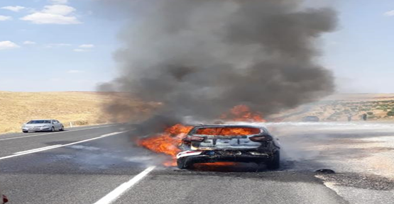 Halfeti'de otomobil yandı
