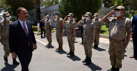 Vali Erin, Jandarma ve Polisle bayramlaştı