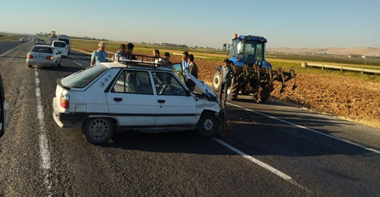 Urfa'da otomobil traktörü arkadan çarptı