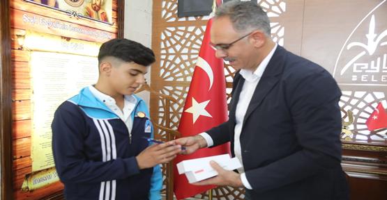 Başkan Kuş, Başarılı Sporcuları Ödüllendirmeye Devam Ediyor