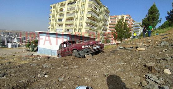 Şanlıurfa'da otomobil uçurumdan yuvarlandı