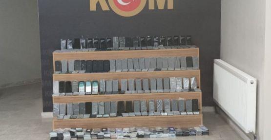 Şanlıurfa'da 470 adet gümrük kaçağı telefon ele geçirildi