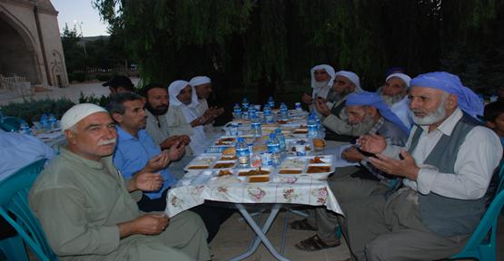 Çalık Holding, Şanlıurfa'da 1000 kişiye iftar verdi