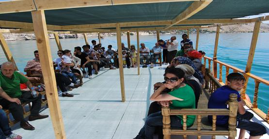 Halfeti'te Turist Akını