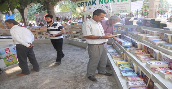 Hasan Paşa Cami Bahçesinde Dini Kitaplar Satışa Sunuldu