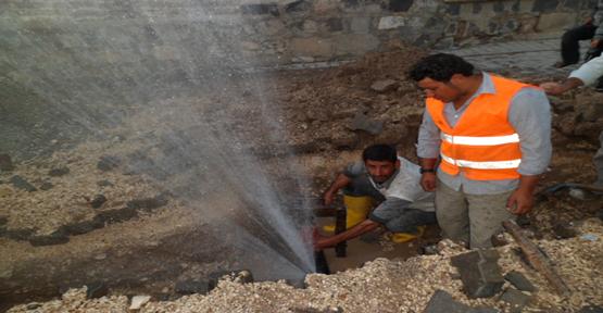 Kazı çalışmasında su borusu patladı