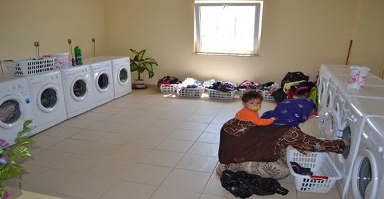 Kurs gören kadınlara çamaşırhane ücretsiz