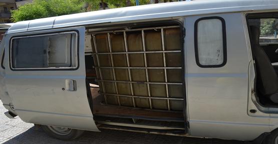 Minibüsü Seyyar Akaryakıt İstasyonuna Çevirmişler