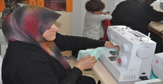 Mülteci Bayanlar Artık Kendi Kıyafetlerini Dikiyor.