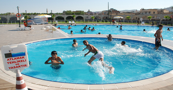 Serinlemek İsteyen Vatandaşlar Soluğu Havuzlarda Aldı