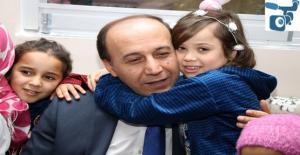 Vali Erin, Suriyeli Yetim Kız Çocuklarını Sevindirdi