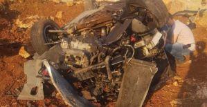 Halfeti'de araç uçuruma yuvarlandı