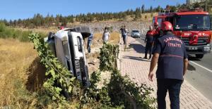 Şanlıurfa'da otomobil şarampole devrildi