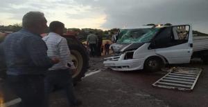 Urfa#039;da iki araç çarpıştı,...