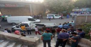 Birecik'te kamyonet köprüden aşağı uçtu 3 yaralı