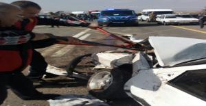 Urfa'da Üç Aracın Karıştığı Kazada, 2 Ölü,5 Yaralı