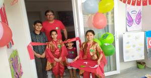 Türkiye'de Bir İlk Balkonda Ailece Resim Sergisi Açtı