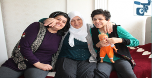 Hayatını İki Engelli Kızına Adadı