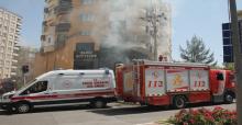 Şanlıurfa'da giyim mağazasında yangın, itfaiye erleri dumandan etkilendi